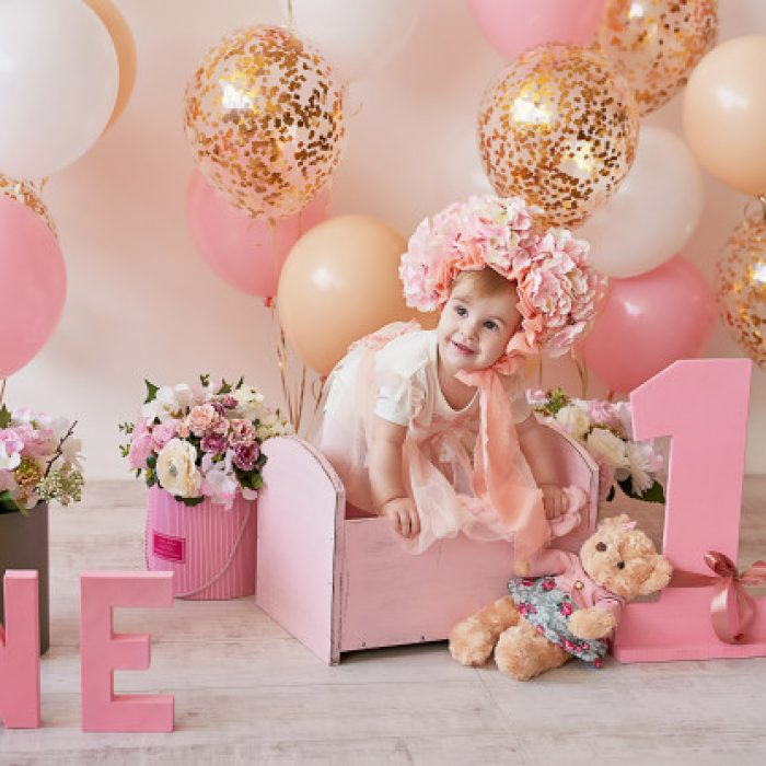 first-birthday-baby_108930-3627